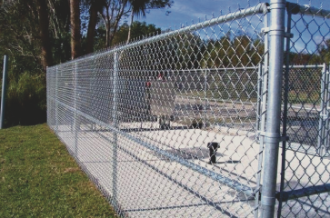 aluminum-chain-link-fencing-surrounding-an-area-that-needs-secured
