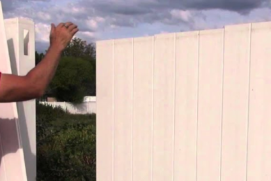 replace-damaged-white-vinyl-planks-of-vinyl-fence